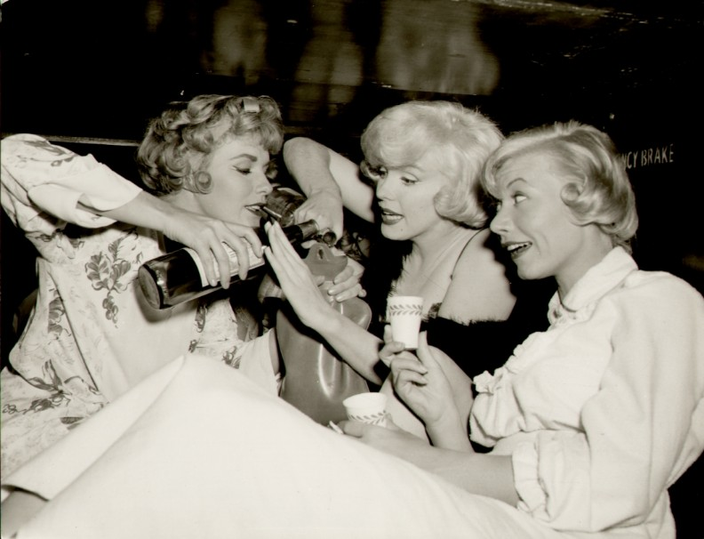 Marilyn Monroe, Party Confidence Tips.6 Ways To Reduce Social Anxiety and Smash Your Next Party. By Awake Organics.